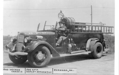 BURNHAM FD  ENGINE 1  1940 INDIANA - DARLEY   500-100    DAN MARTIN PHOTO