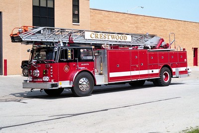 CRESTWOOD  TRUCK 2304  1979 SEAGRAVE  1250-200-100'   BLACK ROOF