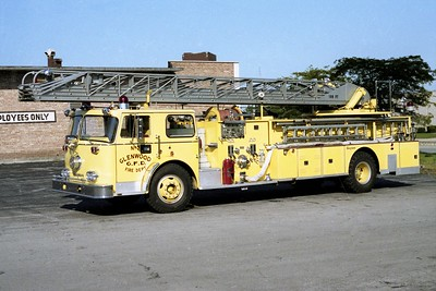 GLENWOOD FD  TRUCK 444 1972  SEAGRAVE   1000-250-100'   R-72493 (3)
