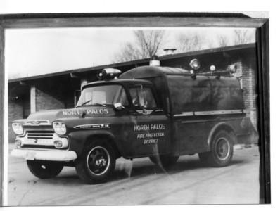 NORTH PALOS FPD  RESCUE 3  1959 CHEVY APACHE