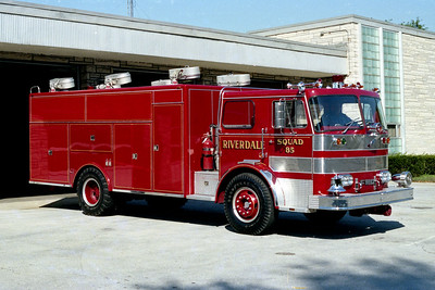 RIVERDALE FD  SQUAD 861  1971  FWD - SEAGRAVE  OFFICERS SIDE