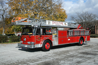 TINLEY PARK FD  TRUCK 276    1976 SEAGRAVE 100'  BF