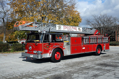 TINLEY PARK TRUCK 204  SEAGRAVE