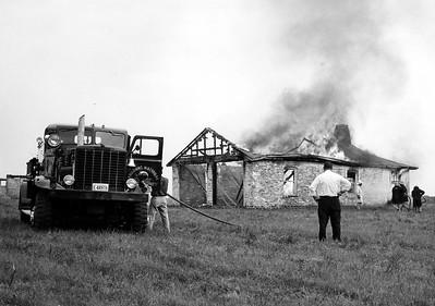 ARGONNE  ENGINE 1  1948 OSHKOSH - HOWE  1000-1000  FIGHTING A FIRE
