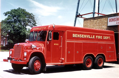 BENSENVILLE FD  SQUAD 83 1962  IHC LOADSTAR 1700 - DARLEY