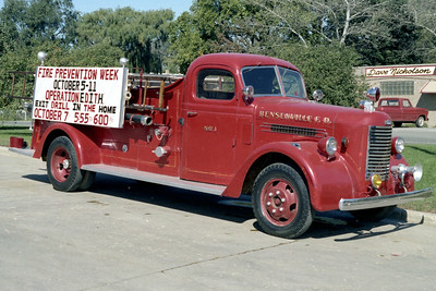 BENSENVILLE FD    ENGINE 1  1942  PIRSCH 21    500-150   #1262     OFFICERS SIDE
