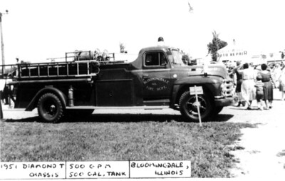 BLOOMINGDALE FPD  ENGINE 2  1951 DIAMOND T - DARLEY   500-500   DAN MARTIN PHOTO