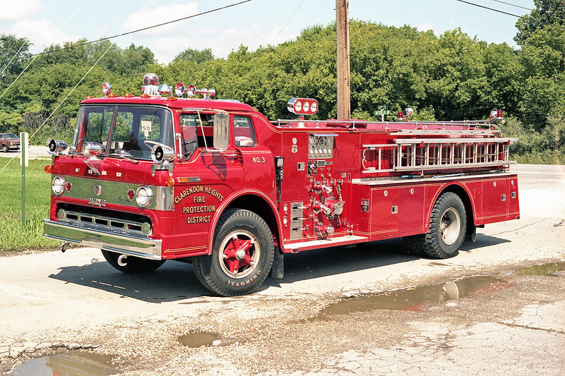 CLARENDON HEIGHTS  ENGINE 393   1971 FORD C800 - HOWE  1000-600   #13223   SIDE STREET