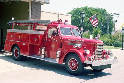 HINSDALE FD  ENGINE 342  1955  PIRSCH    750-300   #2195  OFFICERS SIDE