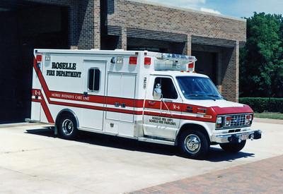 ROSELLE FPD  AMBULANCE R-6  1981  FORD E350 - MOBILE MED