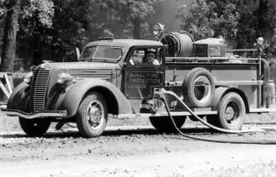 ROSELLE FPD  ENGINE  1937  DIAMOND T - DARLEY   500-450