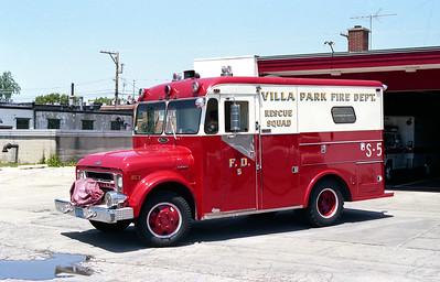 VILLA PARK FD  SQUAD 5   1970 CHEVY C40 - PIERCE  MEDIUM RESCUE   # 7171-C