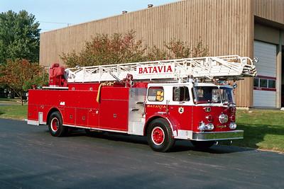 BATAVIA FD  TRUCK 2  1978  SEAGRAVE   1250-300-100'   OFFICERS SIDE