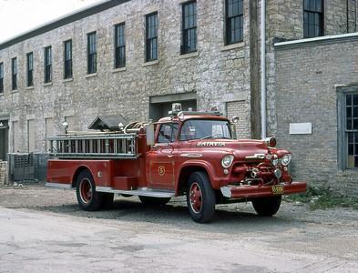 BATAVIA FD  ENGINE 5  1957  CHEVY - ALEXIS   500-600     OFFICERS SIDE