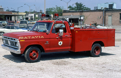 BATAVIA FD  SQUAD 4  1976  FORD F300 - READING  100-125