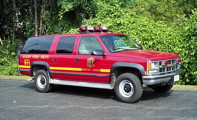 ELGIN FD   CAR 204  1995  CHEVY SUBURBAN  2500  4X4   DEPUTY CHIEF   BILL FRIEDRICH PHOTO