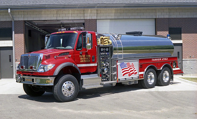 FIRST FIRE DISTRICT ANTIOCH FIRE DISTRICT  TANKER 2163  2004  IHC 7600 - US TANER   1000-3000    5182