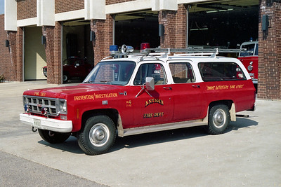 ANTIOCH FIRE DISTRICT  CAR 2192  GMC SUBARBAN 4X4    PREVENTION - INVESTIGATION