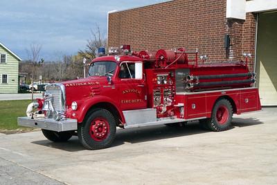 ANTIOCH FIRE DISTRICT  ENGINE 2119  1968  IHC V190 - PIRSCH   1000-500
