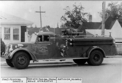 ANTIOCH FIRE DISTRICT  ENGINE 2  1947  FEDERAL - HOWE   500-500   DAN MARTIN PHOTO
