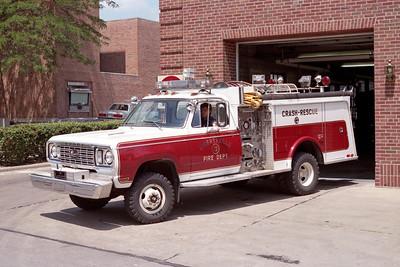 LIBERTYVILLE FD  ENGINE  4612  1977  DODGE 4X4 - HAMMERLY   400-200-15F