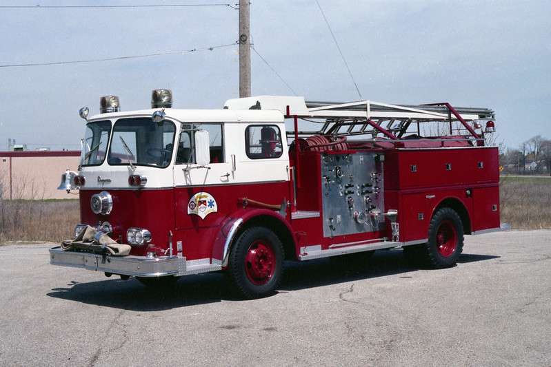 ZION  ENGINE  SEAGRAVE WITH LADDER RACK