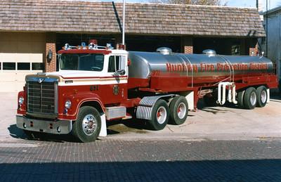 HUNTLEY  TANKER 971  1976 - 1959 IHC 4200 - WALKER TANK   250-5000