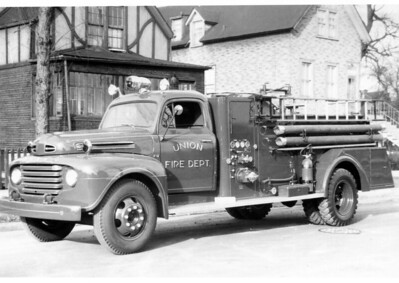 UNION FPD  ENGINE 1504  1950  FORD F7 - DARLEY   500-500   BLACK AND WHITE