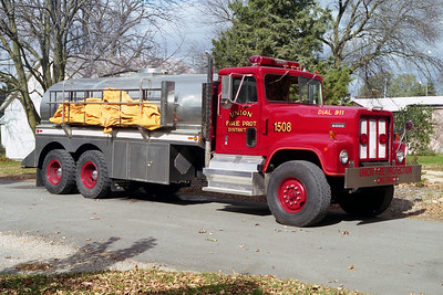 UNION FPD  TANKER 1508  1975  IHC PAYSTAR 5000 - 1996  STUART TANK   0-4000   X- CEMENT MIXER CHASSIS