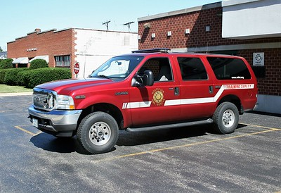 WOODSTOCK FIRE-RESCUE DISTRICT  CAR 1703  2003  FORD EXCURSION   TRAINING SAFETY