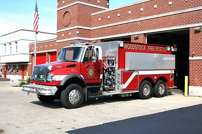 WOODSTOCK FIRE-RESCUE DISTRICT  TANKER 73  2007  IHC 7600 - PIERCE   1000-3000    #17943 OUT FRONT