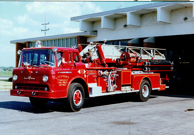 LOCPORT FPD LADDER 8 FORD / AMERICAN LAFRANCE