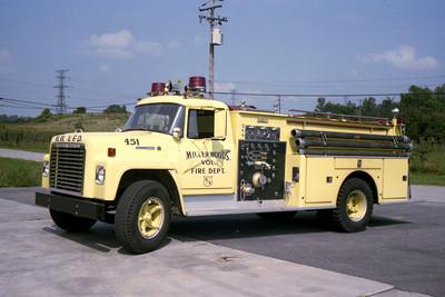 MILLER WOODS FD   ENGINE 451  IHC - DARLEY