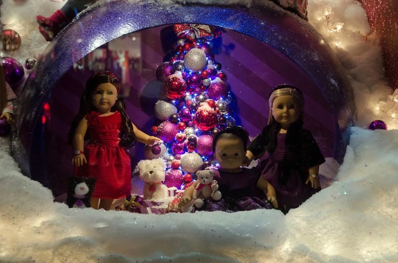 AMERICAN GIRL DOLLS CHRISTMAS WINDOW DISPLAY