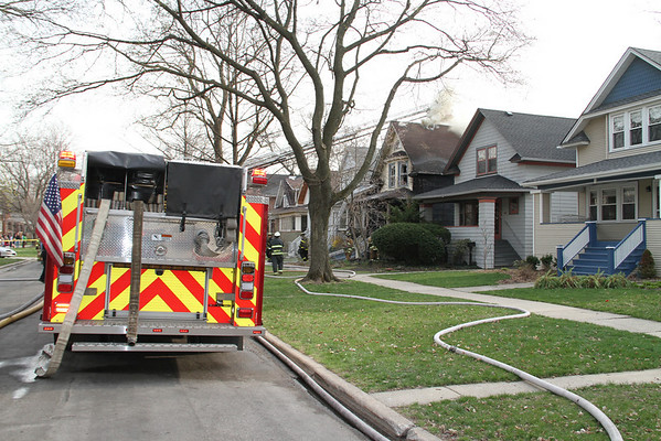 OAK PARK, IL 2ND ALARM FIRE 633, 635, 637 N. TAYLOR (04-13-2011)
