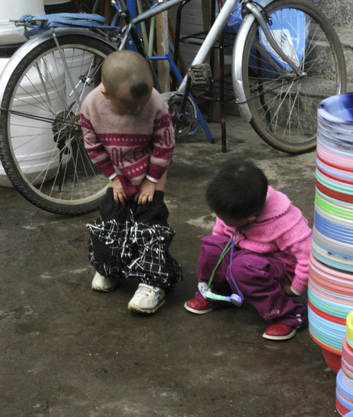 Children are taught to relieve themselves wherever it is convenient (Lijiang).