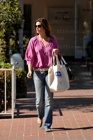 "Santa Monica, March 05, 2009: Super Model Cindy Crawford make some shopping at Fred Segal Santa Monica with an ecologic bag with the inscription "" Heal the Bay "" something wrong, she drives a Bentley, 6 liters,12 cylinders with wonderful performance on gas more than 25liters/100Km, she need to have a bag with a slogan  "" do what I say not like I do """