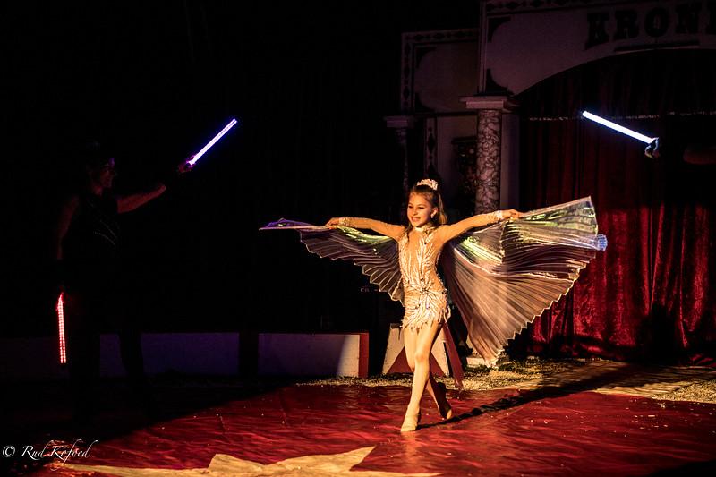 Det bulgarske pars datter er en rigtig cirkusprinsesse...