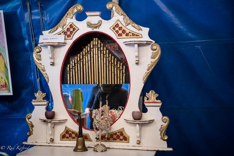 'Husalteret' er et gammel orgelspilleri, der tager imod publikum med glade toner
