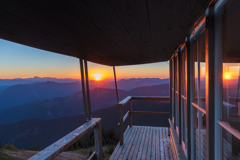 Sunrise on the deck of the Kelly Butte Lookout