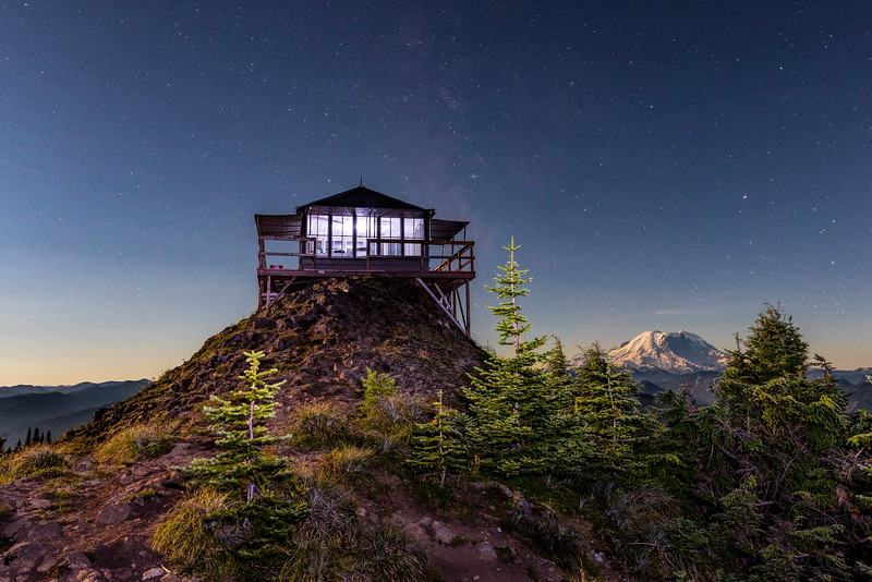 Kelly Butte Lookout with Mt Rainier during a full Moon