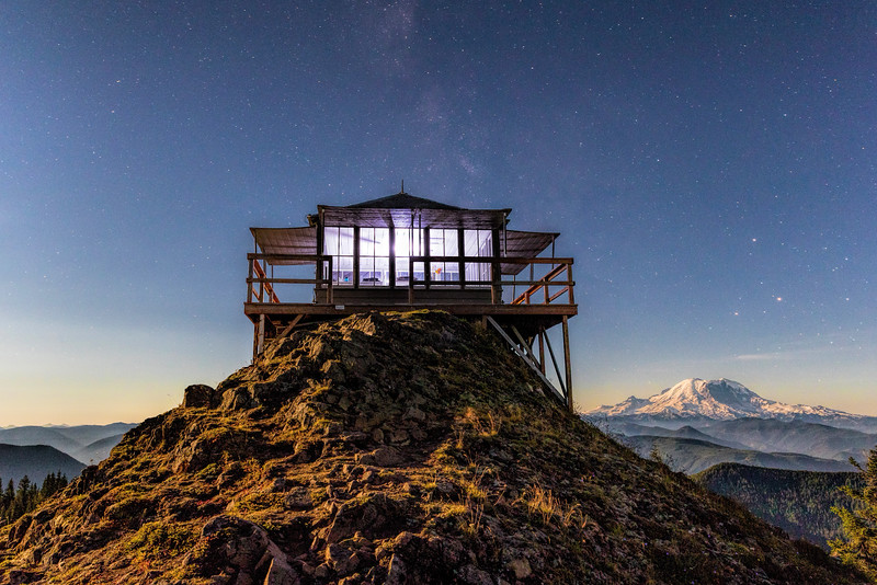 Late evening atKelly Butte Lookout with Mt Rainier