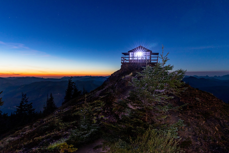 Blue hour at the Kelly Butte Lookout
