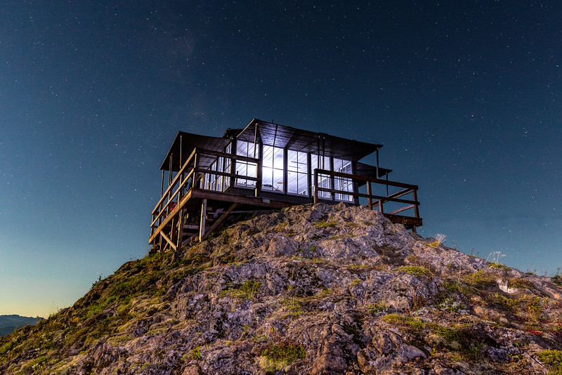 Kelly Butte Lookout during the full moon