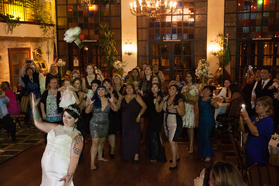 BOUQUET TOSS (7 of 16)