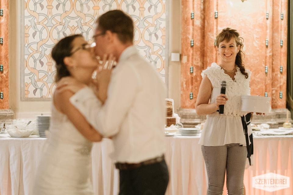 A menyasszonytánc vége, amikor már az Ifjú Pár táncol. Én voltam a pénzgyűjtő :) Fotó: Szentendrei Antal