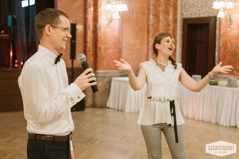 És persze a rablás meg is valósult, ahol Ákosnak versben kellett szerelmet vallania Zselykének :) Sikere volt ennek is ;) Fotó: Szentendrei Antal