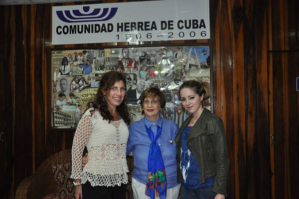 Adela Dworin (center), President of El Patronato Synagoge in Havana, Cuba, with exhibiting New York artist and student, Alex Eisman (right) and Valerie Feigen, mother of the artist, on Passover, March 25, 2013.  PHOTO BY: Cynthia Carris Alonso http://www.photosolutionsnyc.com/