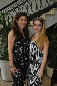 Alex Eisman, Jewish New York artist poses with her mother, Valerie Feigen, before attending the opening of Alex's art show at El Patronato Synagogue in Havana, Cuba, March 23, 2013.  PHOTO BY: Cynthia Carris Alonso http://www.photosolutionsnyc.com/
