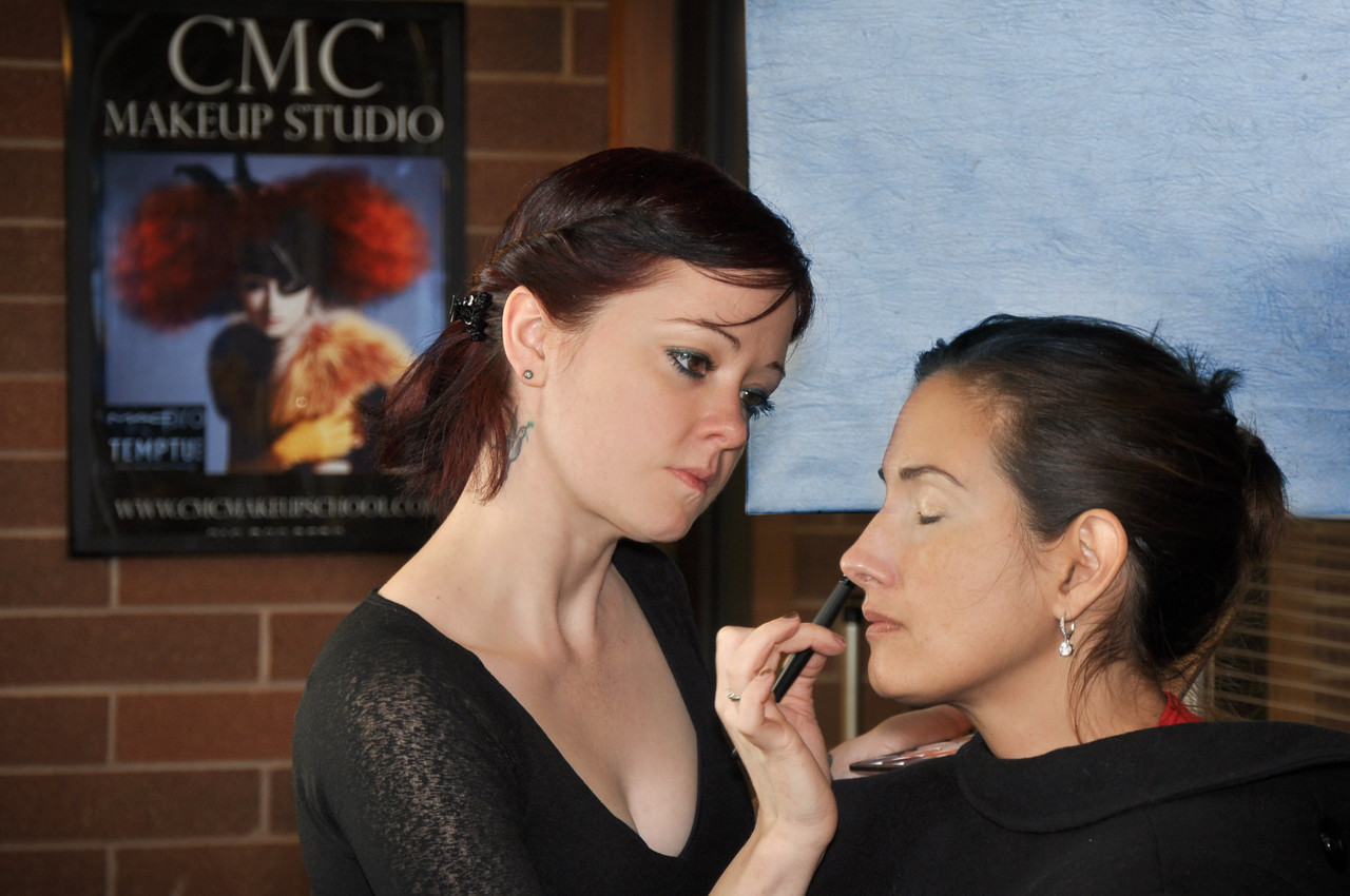 "Become a certified makeup artist with CMC Makeup School.  CMC is a Professional Makeup Artist Certification School with locations in California, Dallas & Austin Texas.<font color=""#ff0099""> We offer training for makeup artists in beauty makeup, hd makeup, airbrush makeup & airbrush tanning, runway makeup, TV, videos, retail, fashion, FX, bridal , and film makeup, as well as hair styling classes for makeup artists. Classes include full professional HD makeup kits & certification. </font>"